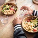 5 alimentos que no debes dar de cenar