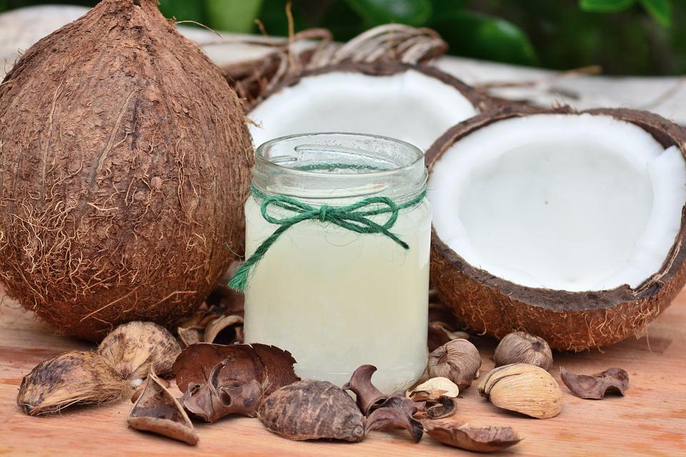 9 beneficios de usar aceite de coco para niños